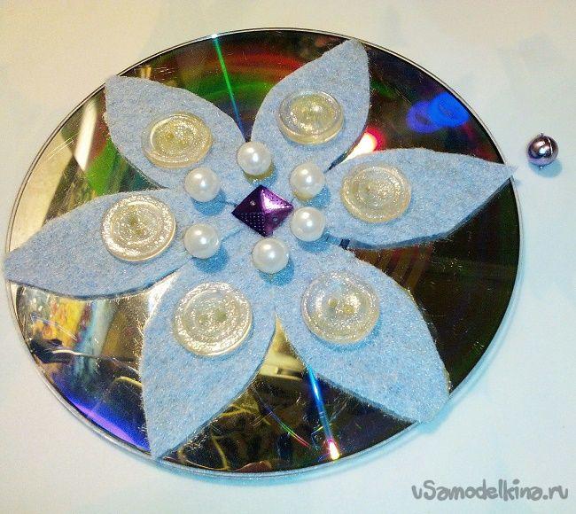 Новогодние украшения-снежинки из CD-дисков