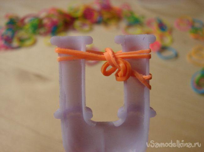Стильный браслет из резинок «Аделия»