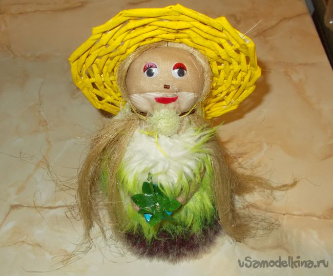 Забавная, но красивая кукла из чулка в шубе со шляпкой