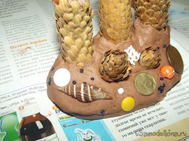Подсвечник «Рождественский» для тонких свечей из шишек и соленого теста