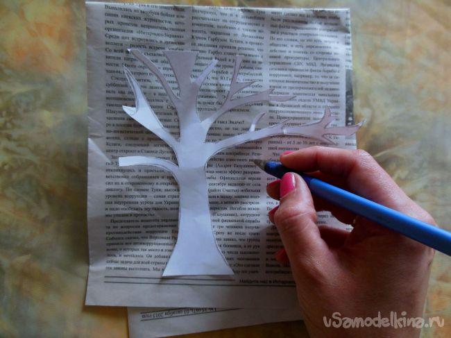 Картина из газеты, цветного картона и пряжи для вязания