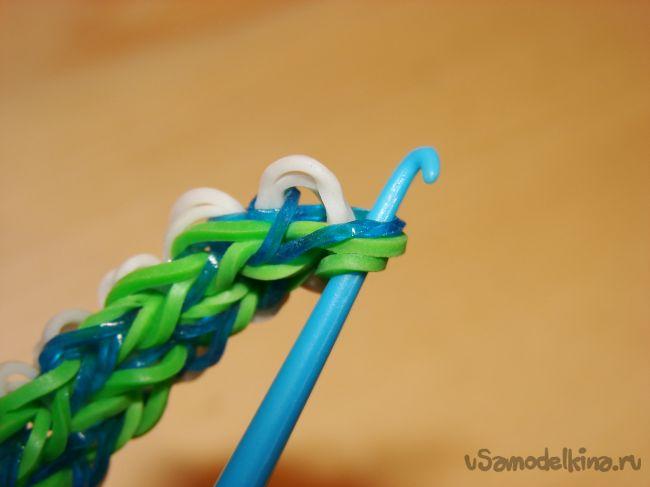 Красивый браслет из резинок с узором «Шодди»