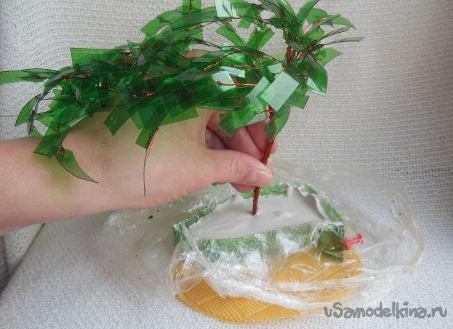 Деревья из пластиковых бутылок