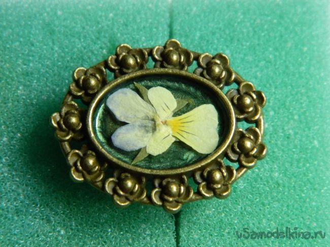 Колечко с цветком «анютины глазки»