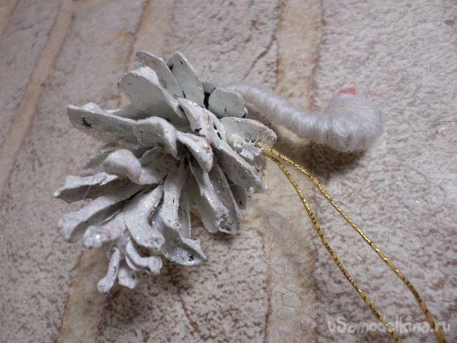 Лебеди из шишек на ёлочку