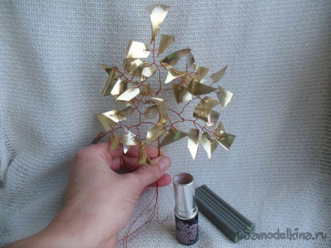 Декоративное дерево из конфетной упаковки