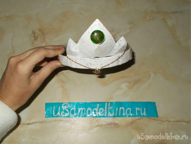 Корона из папье-маше к празднику Нового года, декорированная глиттерами (блестками)