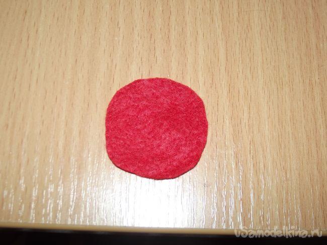 Украшение канзаши на шапочку в бежево-бордовом цвете