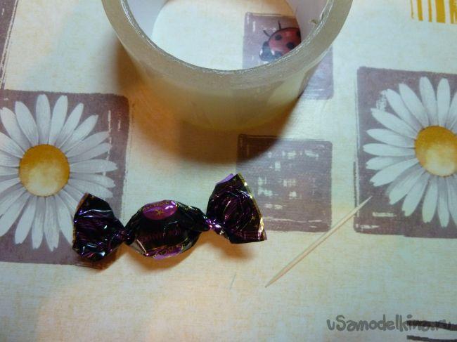Корзинка из крокусов с конфетами